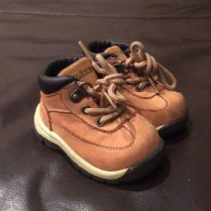 Oshkosh boots size 2
